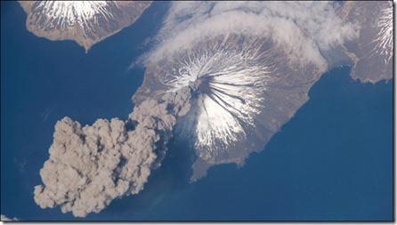 fotografía desde la estación espacial de un volcan